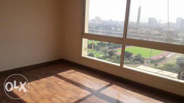 nile nd gzeira club view 2 bedrooms app wz balcony الزمالك -  2