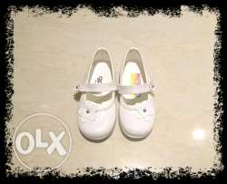White shoes size 22