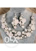 Pearl and Flowers Necklace Set