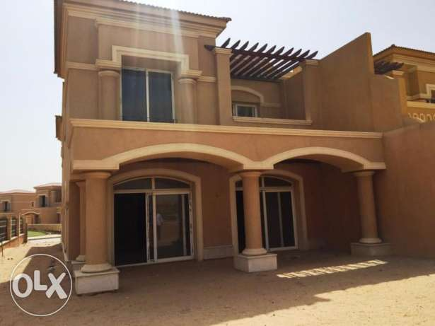 Corner town house for sale in Royal Meadows very good location