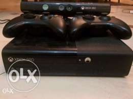 Xbox 360 slim 500gb 2 joystick + kinect + 30games