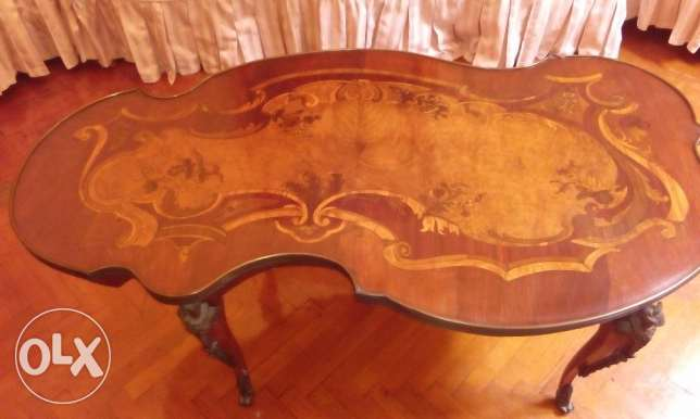 (Hardly Used)Valuable Salon Center Table with copper art work