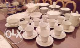 Brand new Noritake Table Set 97 Piece-White Floral With Silver Edge