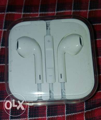 Apple earphones دمنهور -  1
