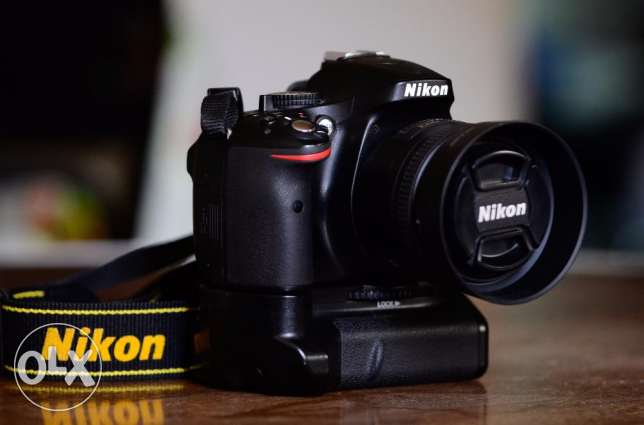 Nikon d5200 body with battery grip