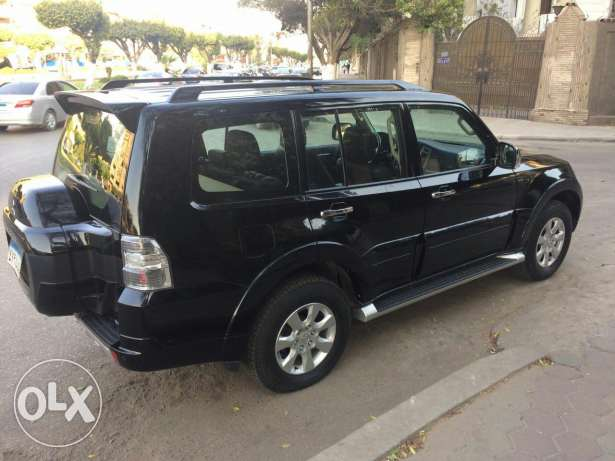 pajero 2016 like zero black color