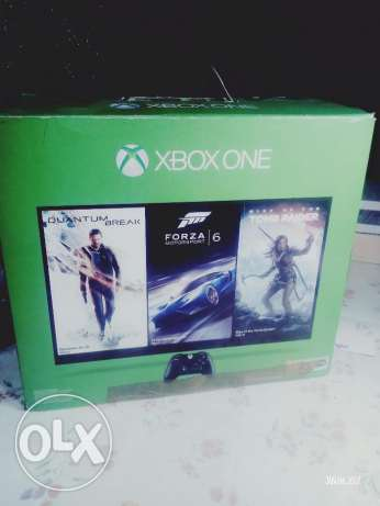 XBOX One - one Joystick and 2 games