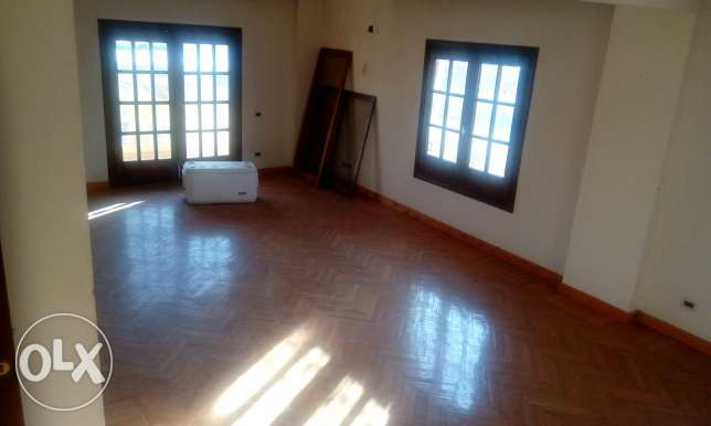 Duplex roof for rent in front of soudi market tagamo3