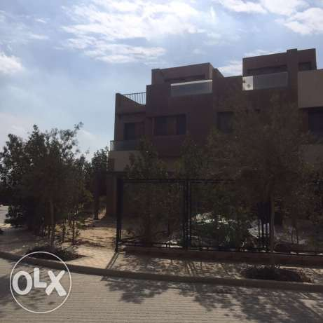 Corner townhouse for sale in allegria Beverly Hills الشيخ زايد -  4
