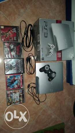 ps3 used in very good condition with all stuf and 6 games like new المقطم -  1