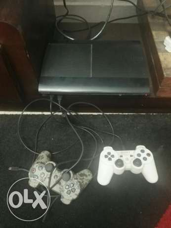 PlayStation 3/ with 4 joysticks 500GB and 6 CDs