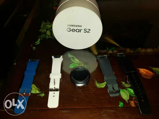 Used Samsung Gear S2 sport edition with 4 different colors straps المعادي -  1