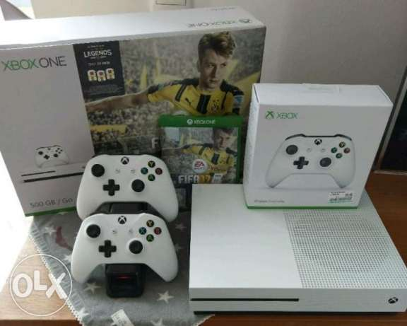 XBOX ONE S 500GB With 2 Controller + FIFA 2017