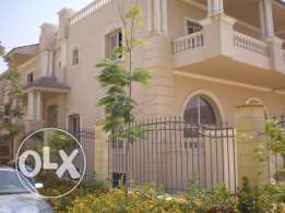 Palace1090m for sale in Compound Maxim