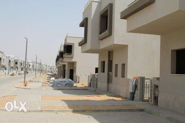 ,town house corner land 270 building 270 القاهرة الجديدة -  1
