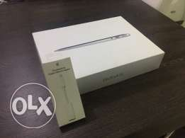 MacBook Air (13-inch,i5,Ram4GB,SSD 256GB) as new with box