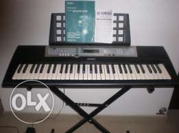 yamaha psr-E203 very good condition used several times only
