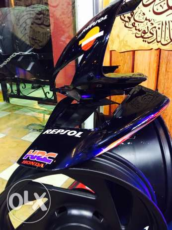 2005 rear tail fairing repsol original حي الضواحي -  1