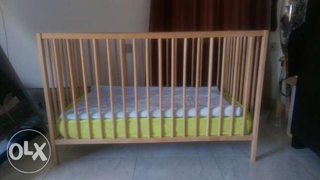 Baby crib with mattress and side rail pampers and net حى الجيزة -  1