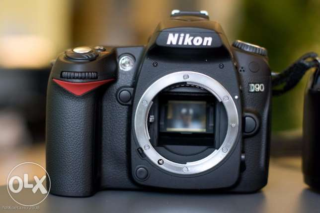 Nikon D-90 Shutter 11K + Battery Grip + 2 Batteries مدينة نصر -  1