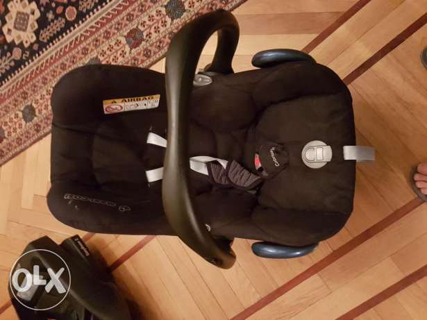 Maxi cosi cabriofix car seat with base. كرسي عرابيه مركة ماكسي كوزيو