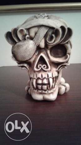 Skull head statue cigarette ashtrays i