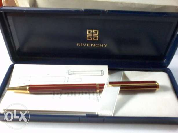 0Vintage GIVENCHY ballpoint pen