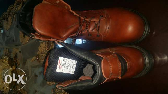 Red wing safty shose new
