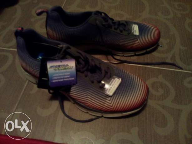 Sketchers shoes brand new light weigth foam 43 وسط القاهرة -  1