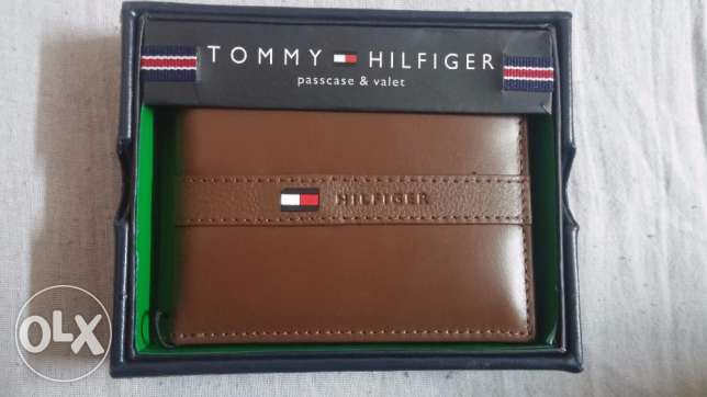 Tommy Hilfiger wallet Men's Ranger Leather Passcase with Removable Car