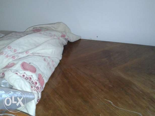 For sale dinning table without chairs