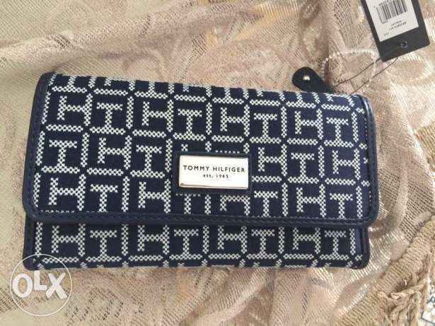 Orginal Tommy Hilfiger wallet available now on sale