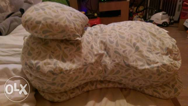 Highly supportive feeding pillow