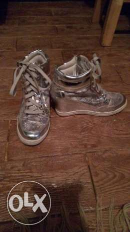 Fashion shoes used ones but wrong size . Size 38
