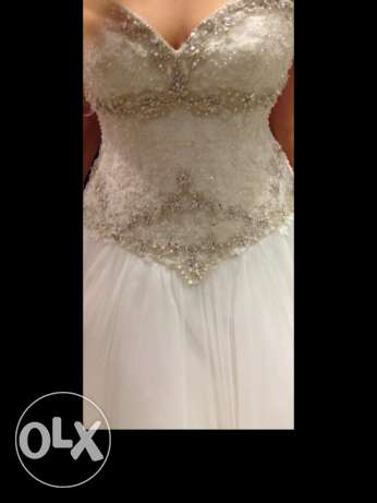 wed dress usedonly once in good condition.off white.free size from USA