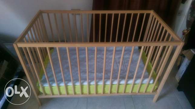 Baby crib with mattress and side rail pampers and net حى الجيزة -  3