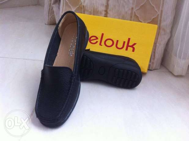 New black leather shoes. size 37.