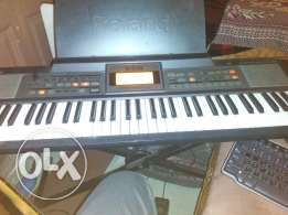 Roland E-09 keyboard piano أرج رولاند بيانو