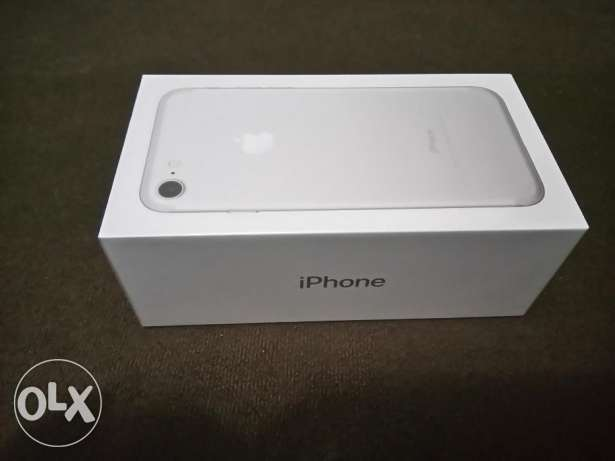 Brand new Silver 128 GB iPhone 7
