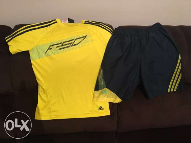 Adidas short size 12 years price 125 LE Tshirt Adidas size 12 years pr