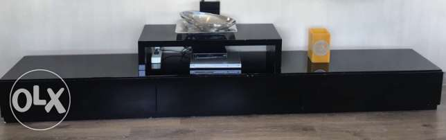 Black TV unit with a place for the decoder - مكتبة تليفزيون سوداء