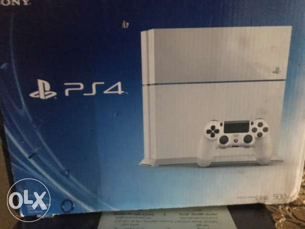 ps4 500 gb white + batman arkham knight الزقازيق -  1