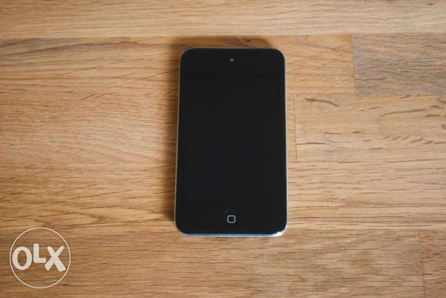 iPod Touch 4th Generation 8 GB [ EXCELLENT Condition ]