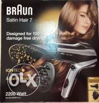 BRAUN Satin Hair 7 complete with New proff. Style nozzle and curls.