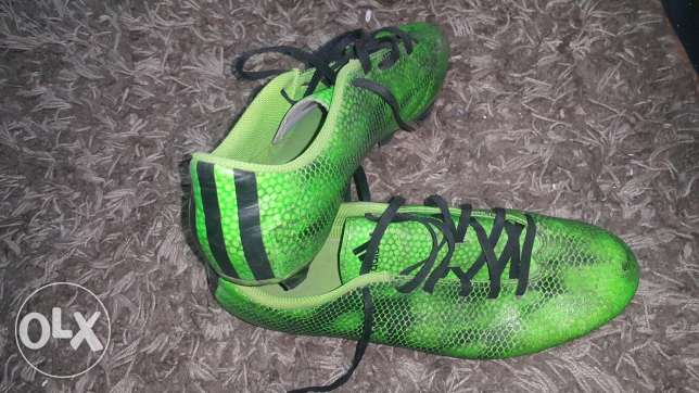 Sporting shoes