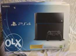 playStation 4 500GB + 2 controllers + PS Camera حالة ممتازة