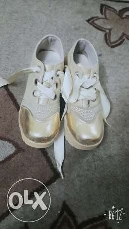 Gold shoes with stanic tie