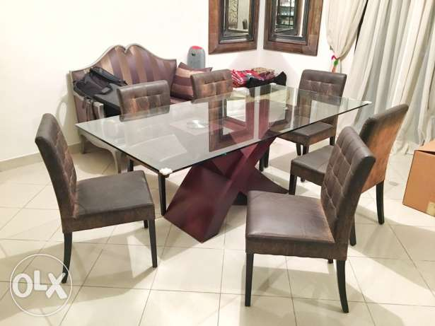 Dining table with 6 chairs ترابيزة سفرة و ٦ كراسي