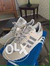 zx700 adidas sneakers