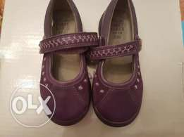 5.NEW Clarks girl shoes Size 6